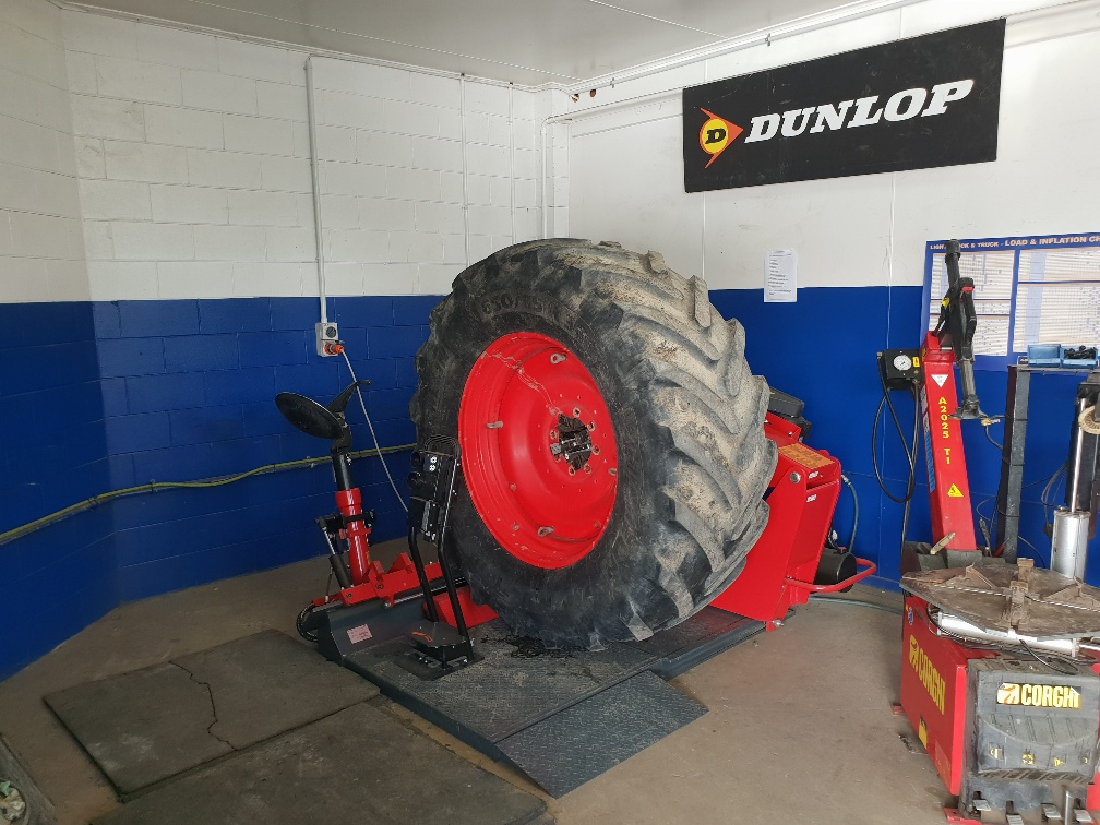 Truck tyre changer, commercial tyre changer. Sice S55A